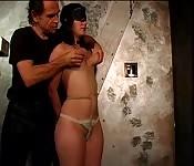 BDSM avec une brune