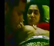 Mature indienne touchée par son homme