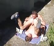 Anulingus et baise gay sur la pelouse