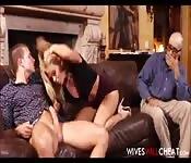 Regarder la blonde baiser