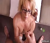 Mature blonde suce en POV