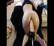Gode dans le cul en webcam