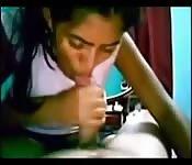 Amatrice indienne suce et baise son copain